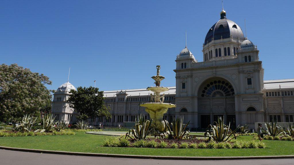 Le pavillon de l'exposition universelle dans le jardin Carlton