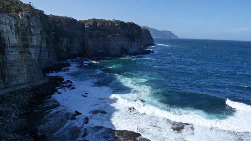 Les falaises de la péninsule Abel Tasman