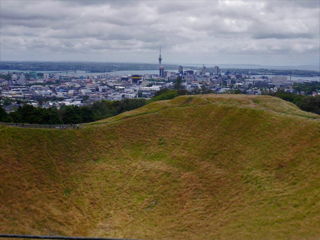 Vue sur Auckland depuis le mont Eden et son cratère