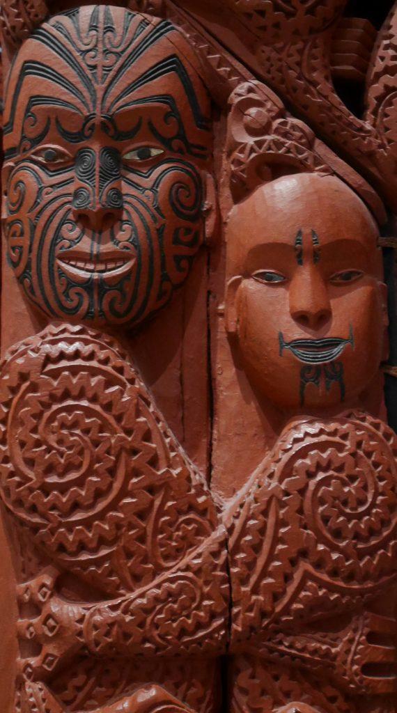 Détail des sculptures Maori