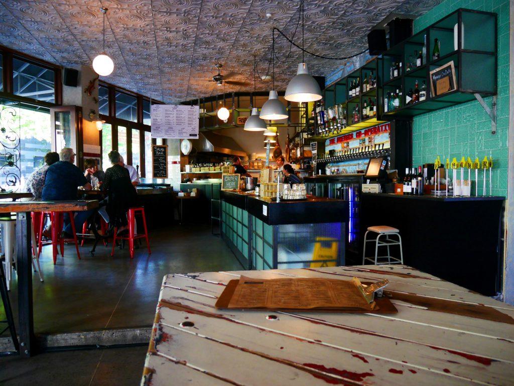 Un des bars d'Auckland