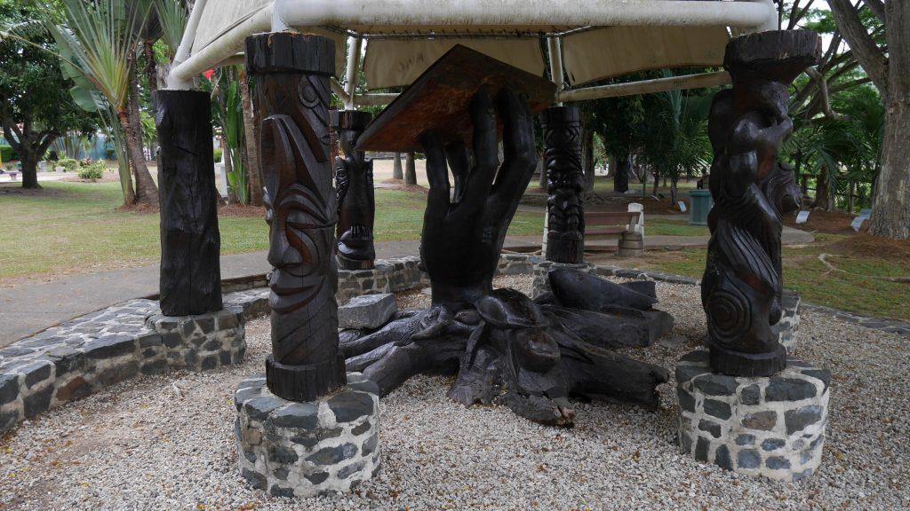 Une sculpture à La Foa