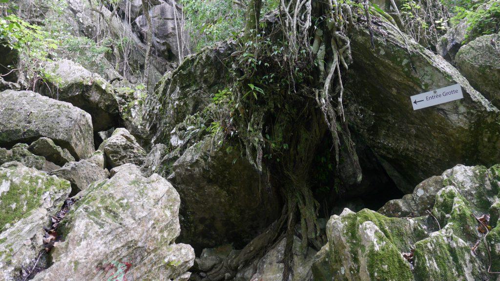 L'entrée de la grande grotte