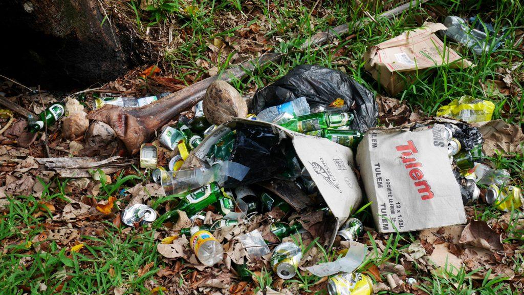 Des déchets sur la route, rencontrés trop souvent