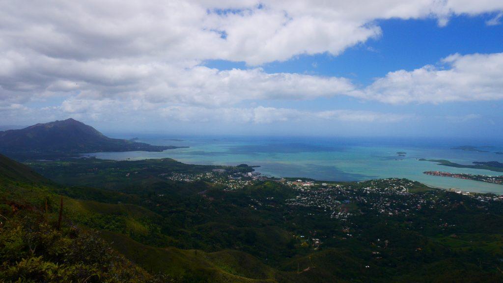 Vue du pic Malaoui sur Nouméa et le lagon