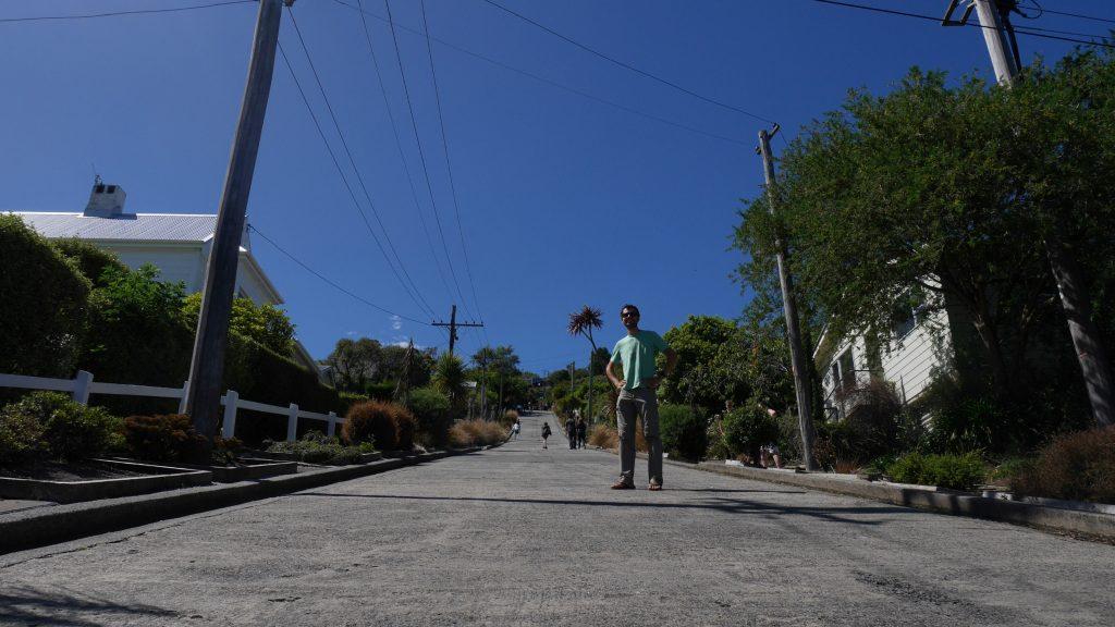 Thomas devant la rue la plus pentue du monde