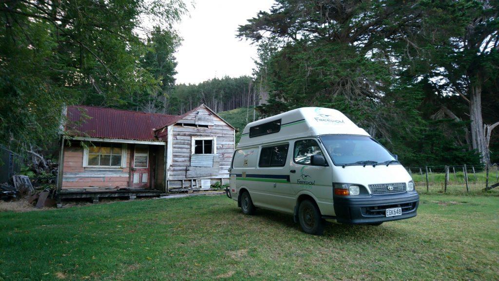 Notre campement près d'une vieille maison (hantée ?)