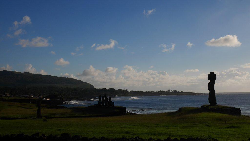 Les Moai de Tahai