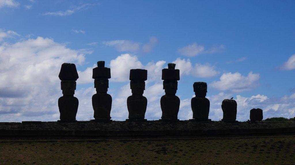 Les Moai près de la plage d'Anakena