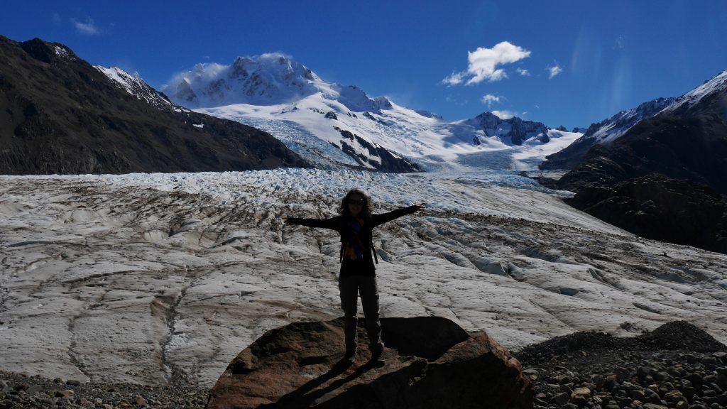 Devant le glacier
