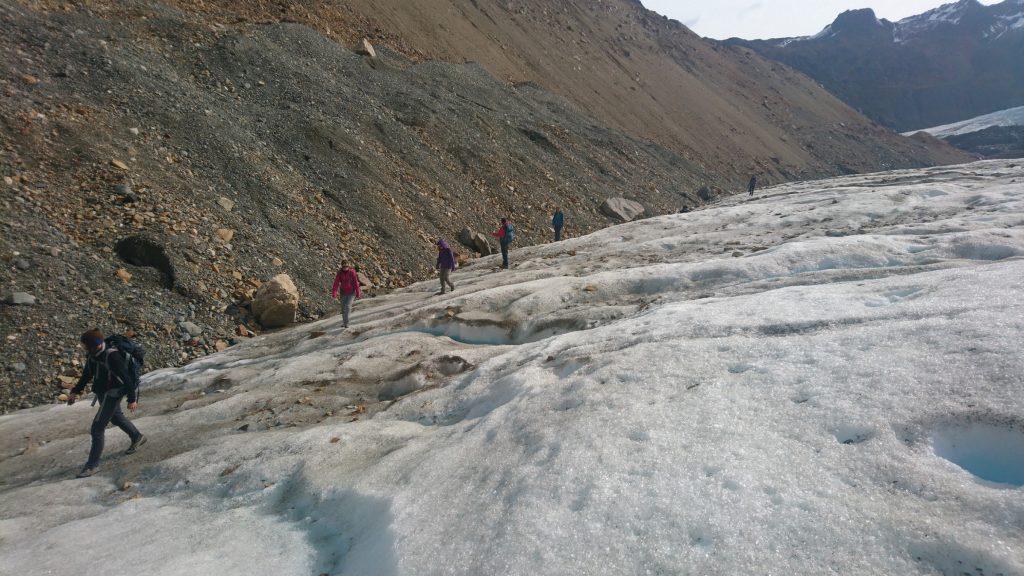 En file indienne sur le glacier