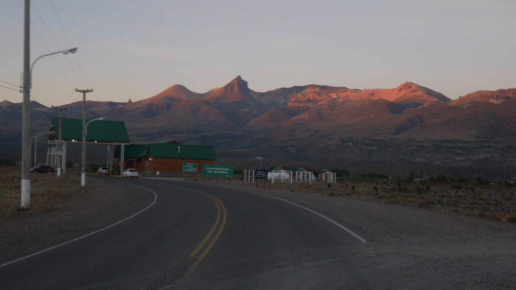 Premier objectif de la journée : atteindre le poste frontière avant 8h
