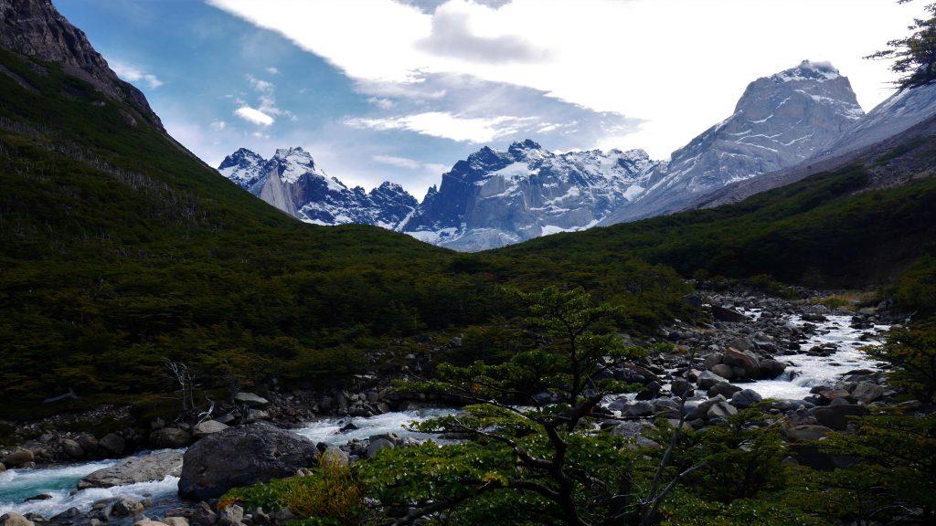 La rivière qui s'écoule des glaciers