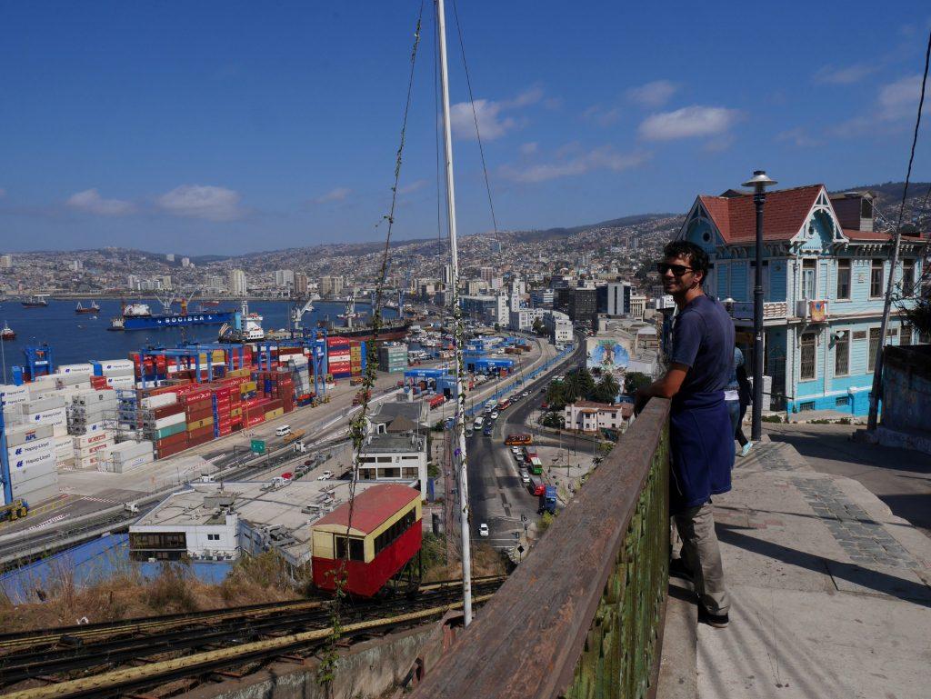 Surplomb sur le port et la ville