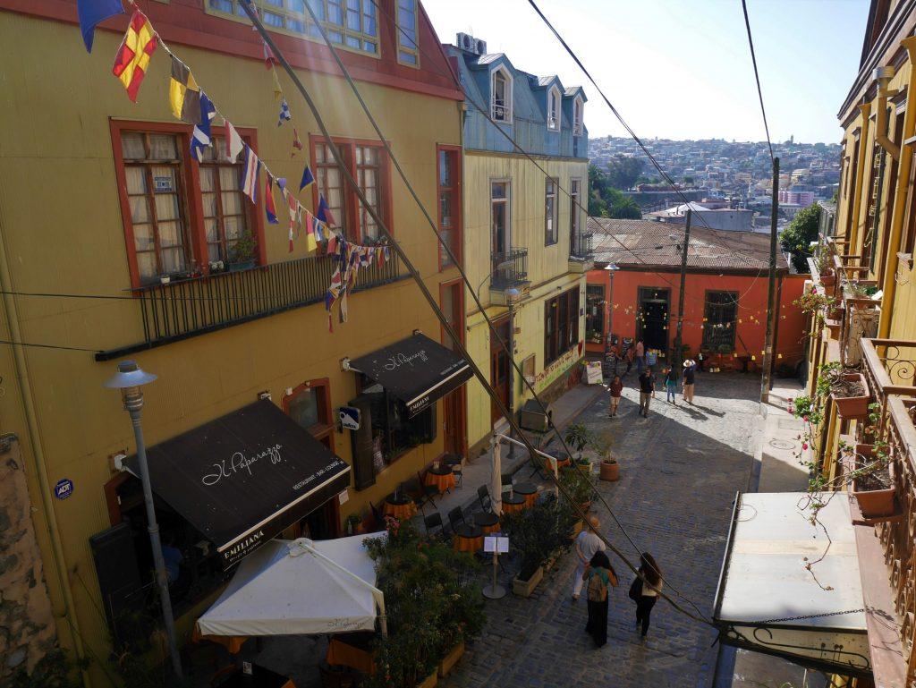 Une des places du cerro Alegre