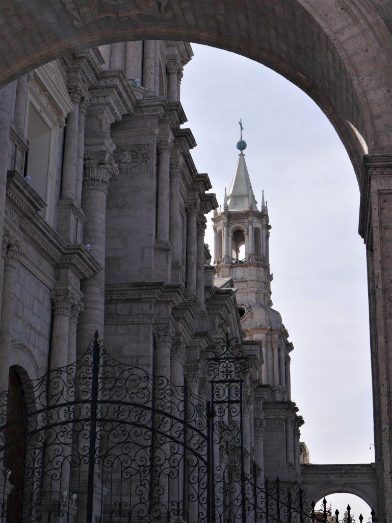Premier aperçu de la cathédrale
