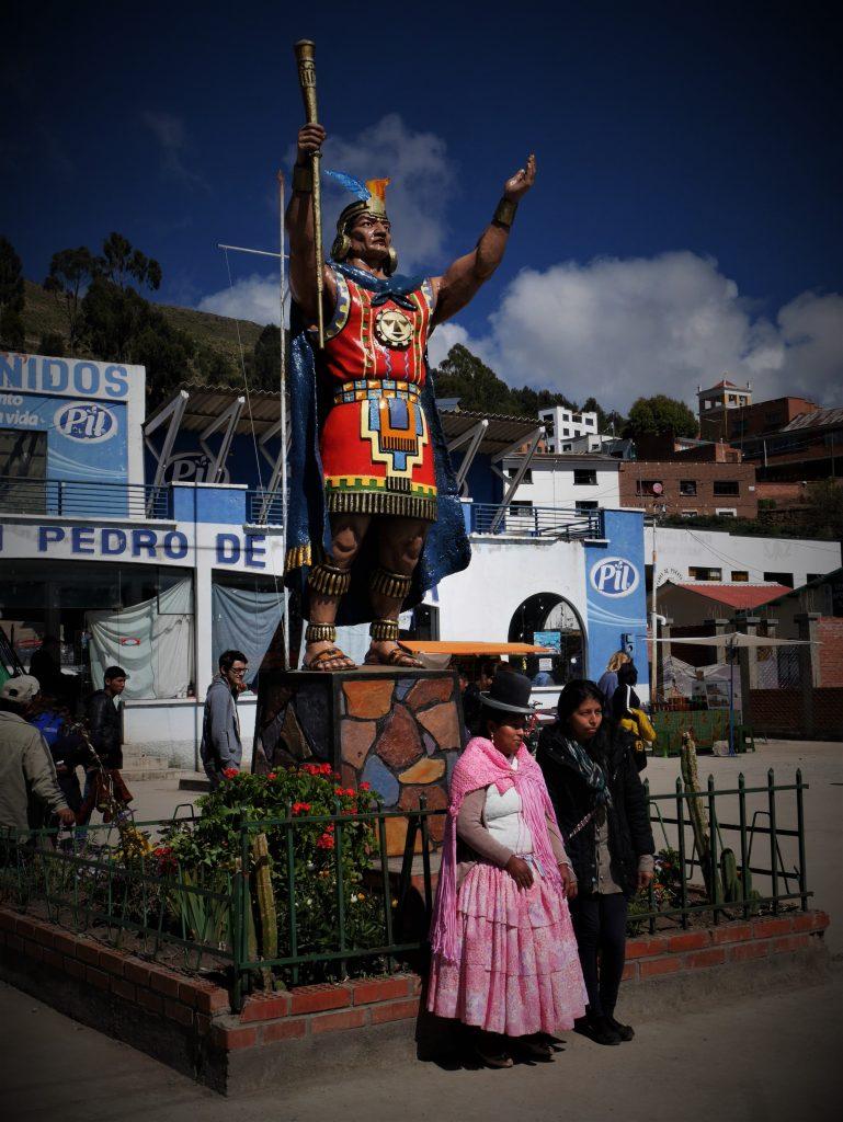 Sur la place de San Pedro de Tiquina