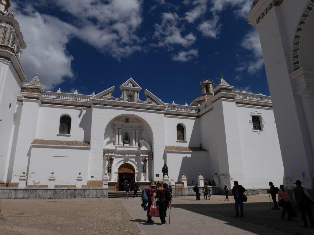 Face à la cathédrale