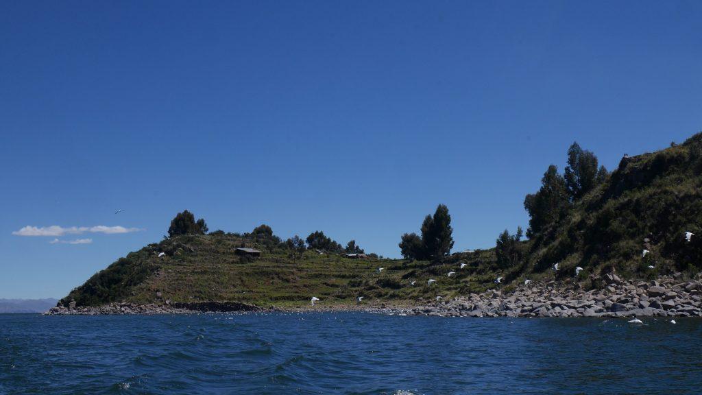 Passage devant la presqu'île de Capachica