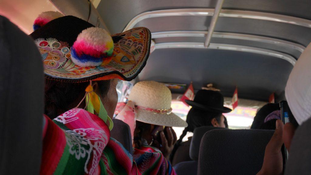 Un beau chapeau dans le collectivo