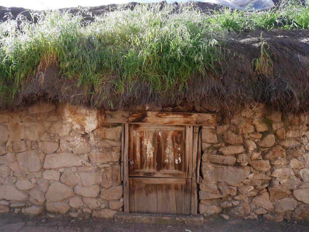 Une maison bien basse dans Charcana