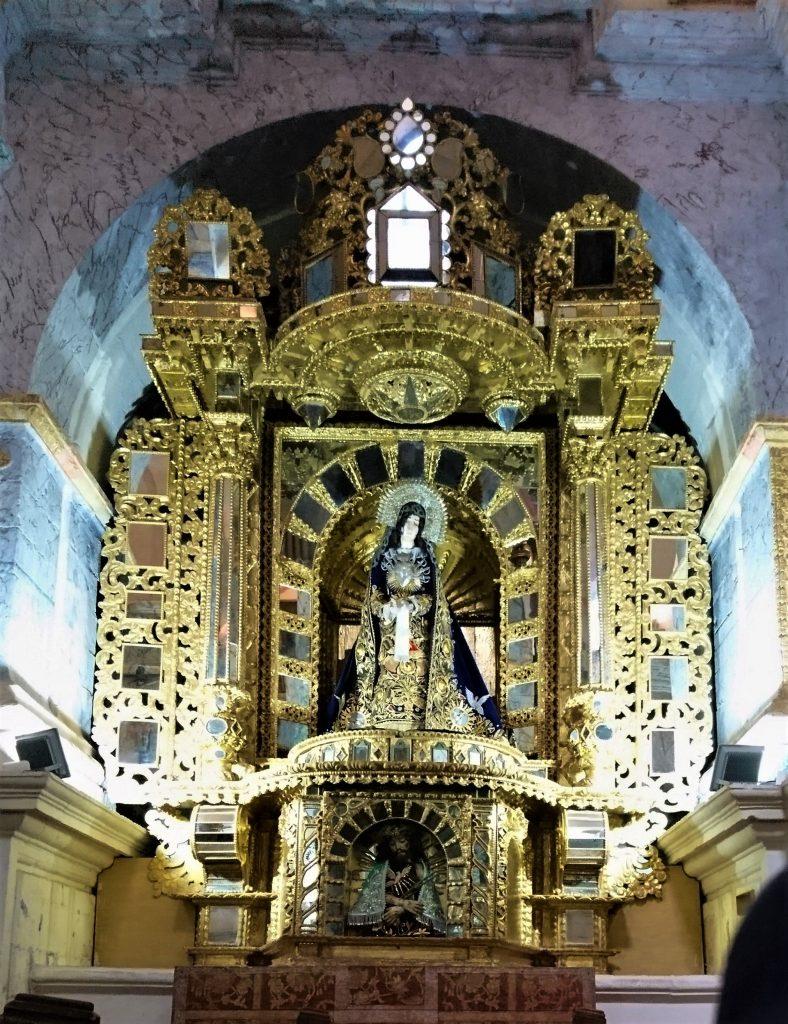 """Une photo """"volée"""" : autel avec nombreux miroirs"""
